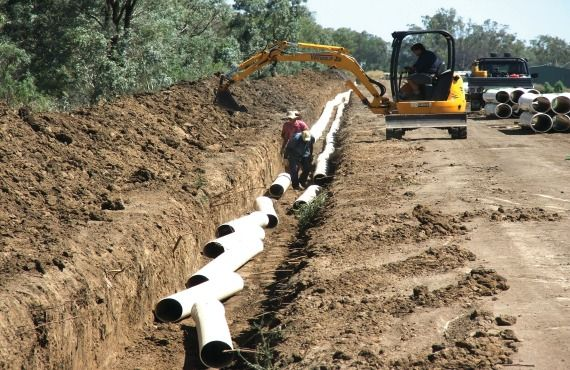 Pipe installation at Dick Estens' property. Pilot STBIFM project.