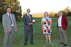Dr Lindsay O'Brien holding his Farrer Medal and standing with Mr Geoffrey Mason, AM, Kate Lorimer-Ward and Professor Alex McBratney